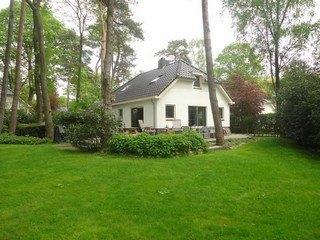 Luxe vakantievilla in Lunteren met JACUZZI en Finse kota sauna!