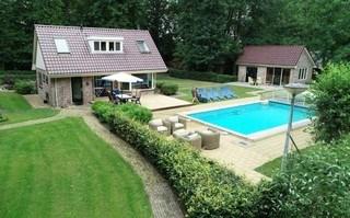 Schitterende 7 persoons villa met zwembad, hottub, sauna en tennisbaan